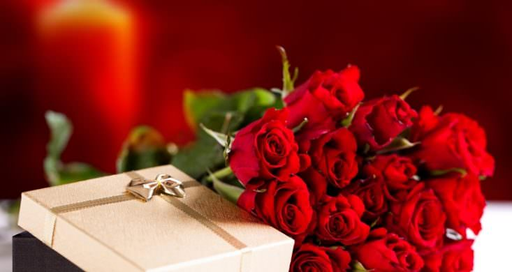 К чему снится подарить красные розы