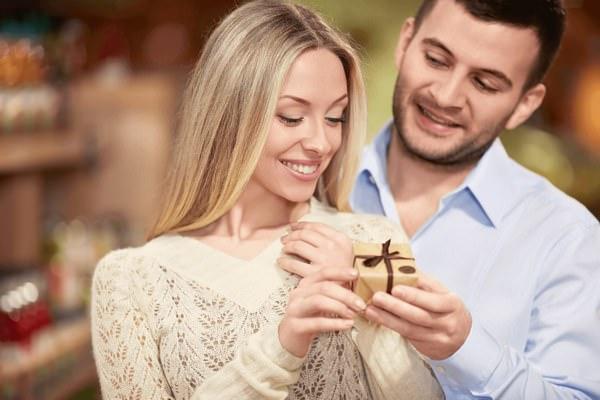 К чему снятся золотые серьги: стоит ли радоваться?
