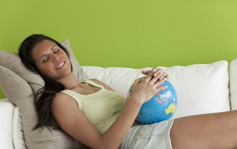 Беременная девушка видит во сне своего ребенка