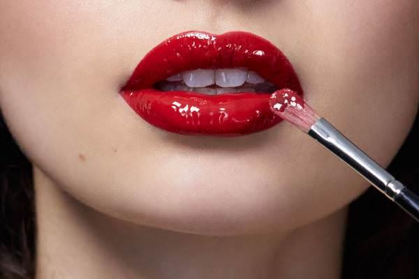 красить губы во сне
