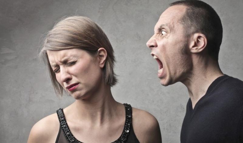 Почему человек может кричать во сне?