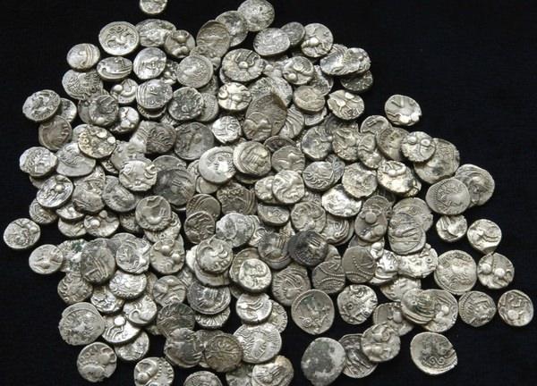 К чему снятся монеты: неужели к богатству?