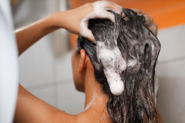Мыть волосы во сне себе