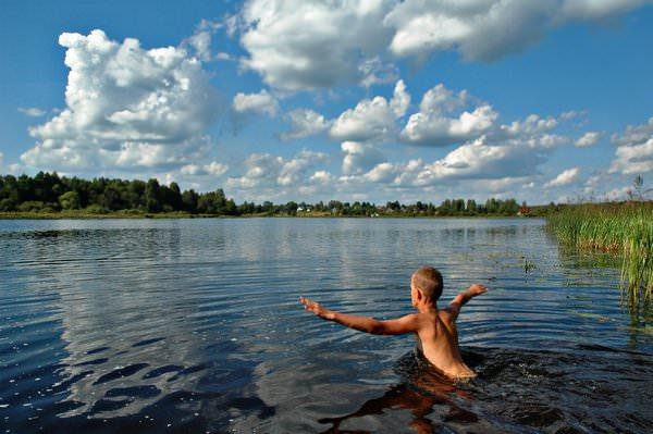 К чему снится озеро и как растолковать детали такого сна?