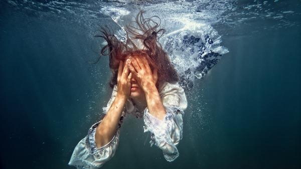 Во сне одежда плавает