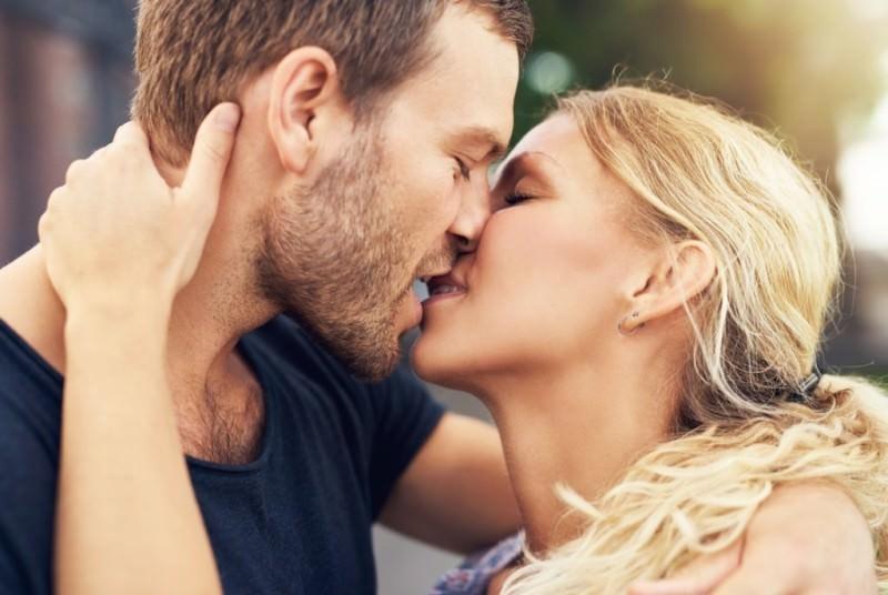 К чему девушке снится поцелуй с бывшим парнем?