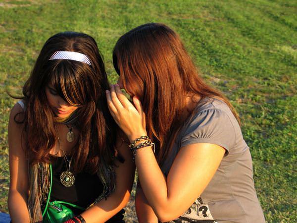 К чему снится подруга: значения в сонниках