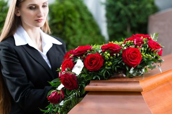 К чему снятся похороны и стоит ли пугаться таких снов?