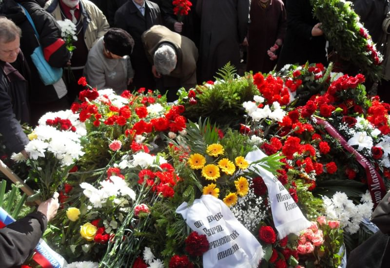 Цветы на похороны сонник