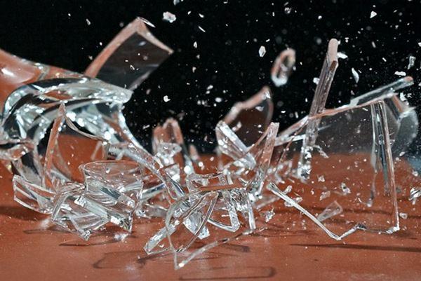К чему снится разбитое стекло: плохой или хороший знак?