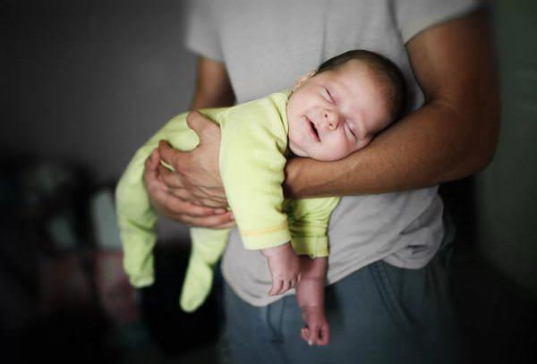сонник носить младенца на руках