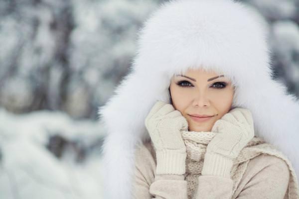 К чему снится шапка: неужто похолодает?