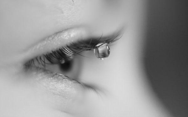 К чему снятся слезы, и не придется ли плакать в реальной жизни?