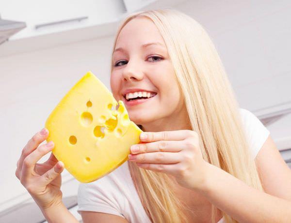 К чему снится сыр: предвестник беды или грядущей радости?