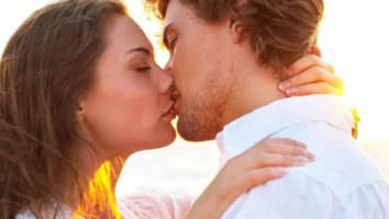 целоваться во сне с мужчиной