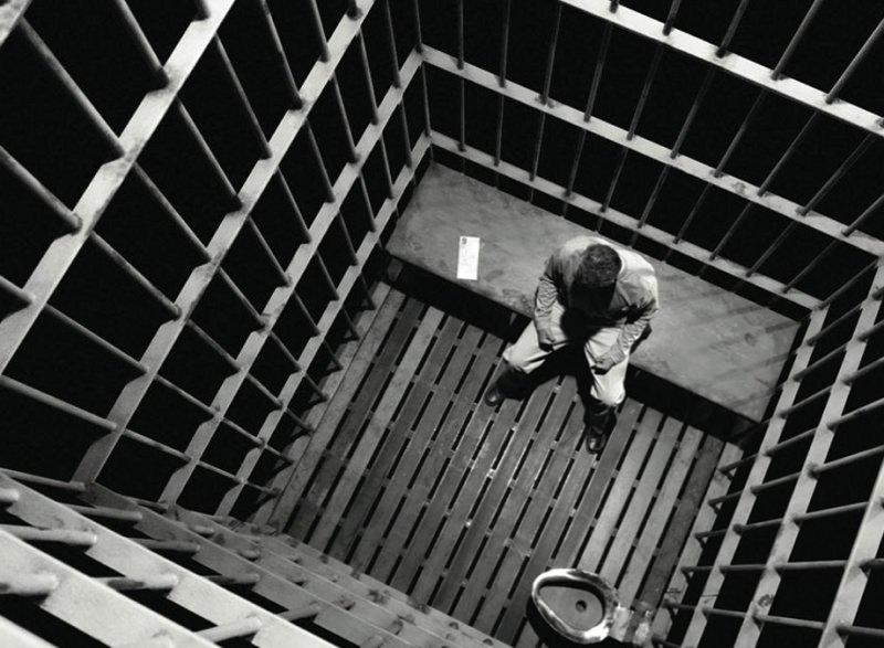 Посадили во сне в тюрьму. - m 80