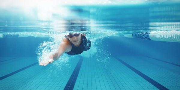 К чему снится бассейн и как правильно истолковать такой сон?