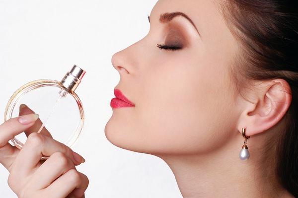 К чему снятся духи: хочется вкусно пахнуть?