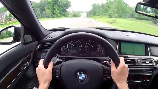 К чему снится ехать на машине: знаки и детали