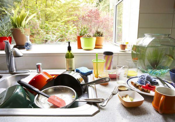 убирать грязную посуду во сне