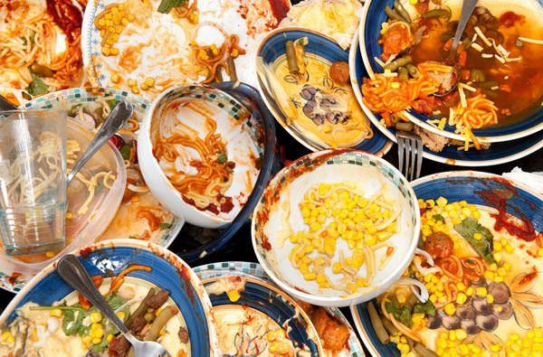 К чему снится грязная посуда: пора за уборку?