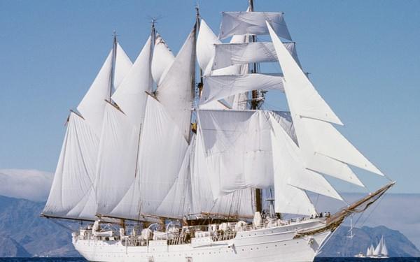 К чему снится корабль: сновидца тянет в морское путешествие?