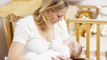 кормить ребенка во сне грудным молоком