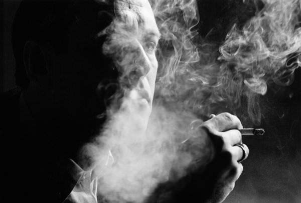 Курить во сне: к чему такое снится?