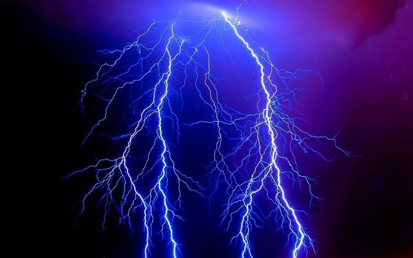 К чему снится молния: сонник, небо, ударила в землю, дерево ...