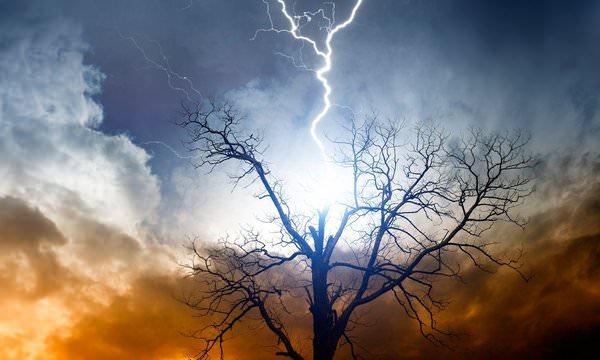 К чему снится молния: подробное толкования сновидения и его деталей