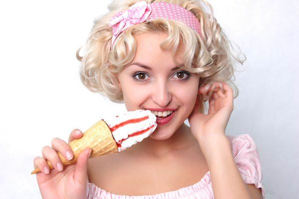 К чему снится мороженое: кому-то не хватило десерта?