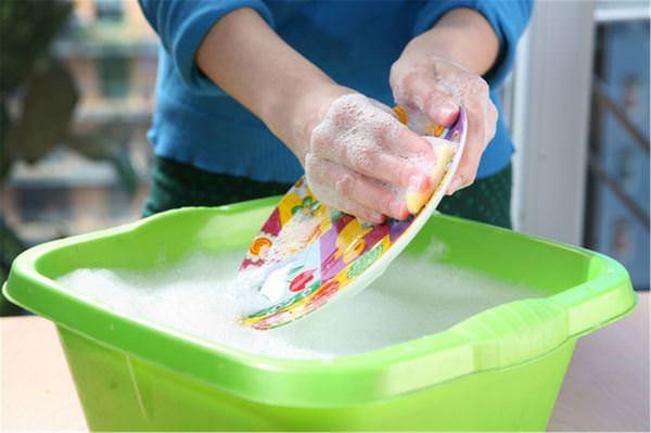Мыть посуду во сне: к чему такое снится?