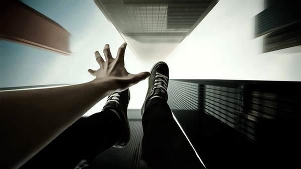 К чему снится падение с высоты и стоит ли бояться этого в реальности?