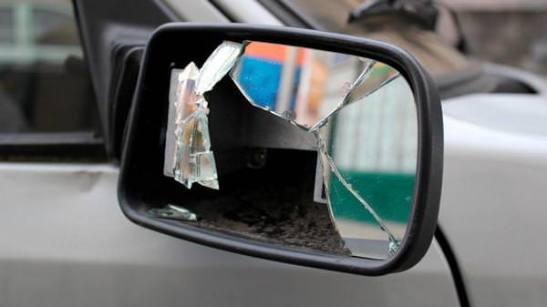 К чему снится разбитое зеркало: грядет несчастье?