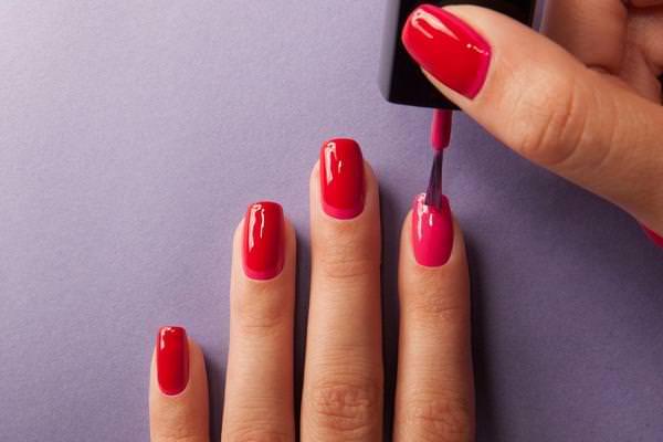 К чему снится красить лаком ногти на руках