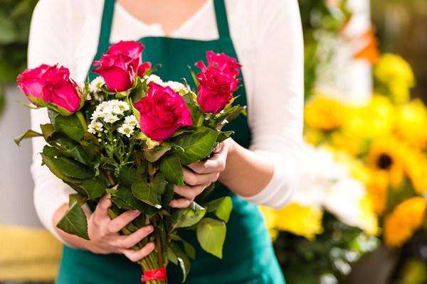 К чему снится букет цветов подаренный женщиной