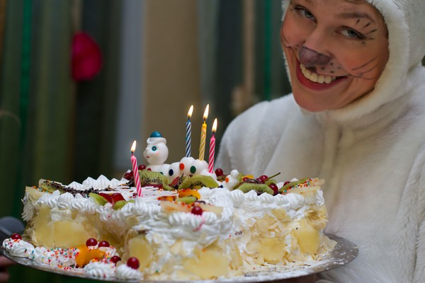 К чему снится день рождения: праздничная радость?