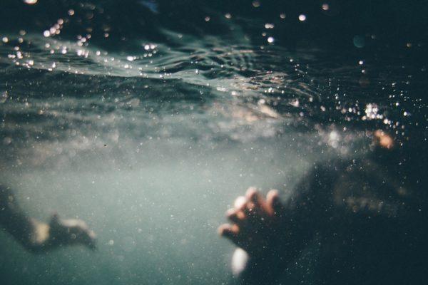 Приснилось что могу плавать под водой и дышать - значение